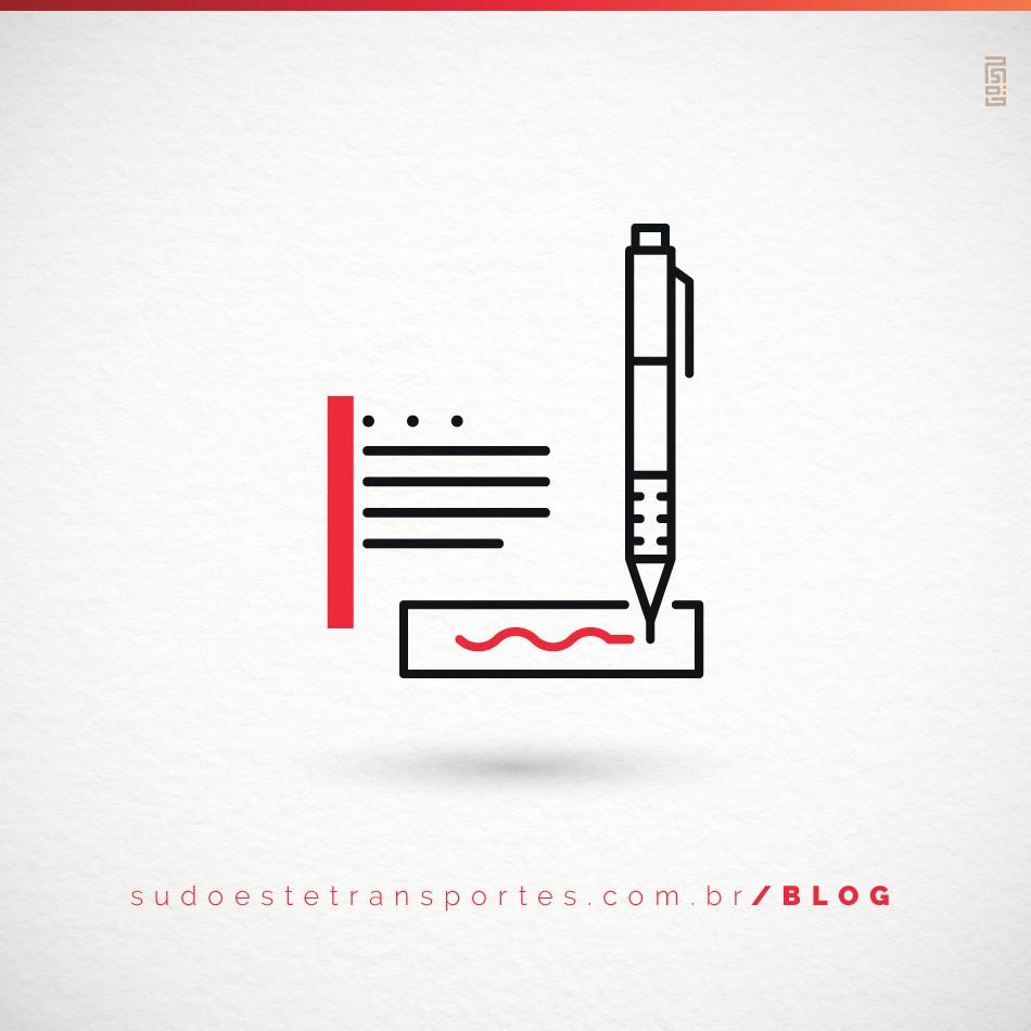caderno de anotações e uma caneta